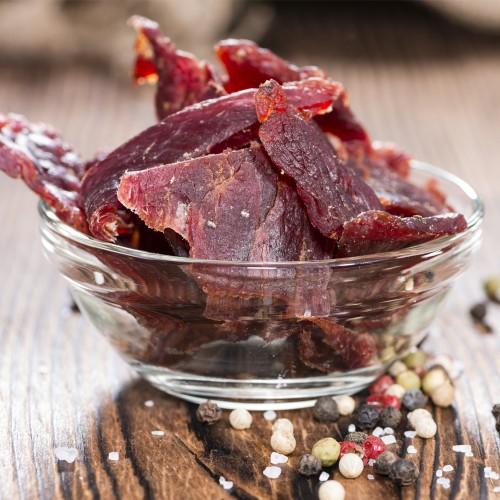 beef jerky - тонкие полоски вяленого мяса, приправленные солью и специями